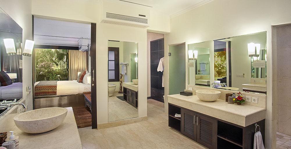 Villa avalon 7 bedroom villa canggu bali for Master bedroom downstairs