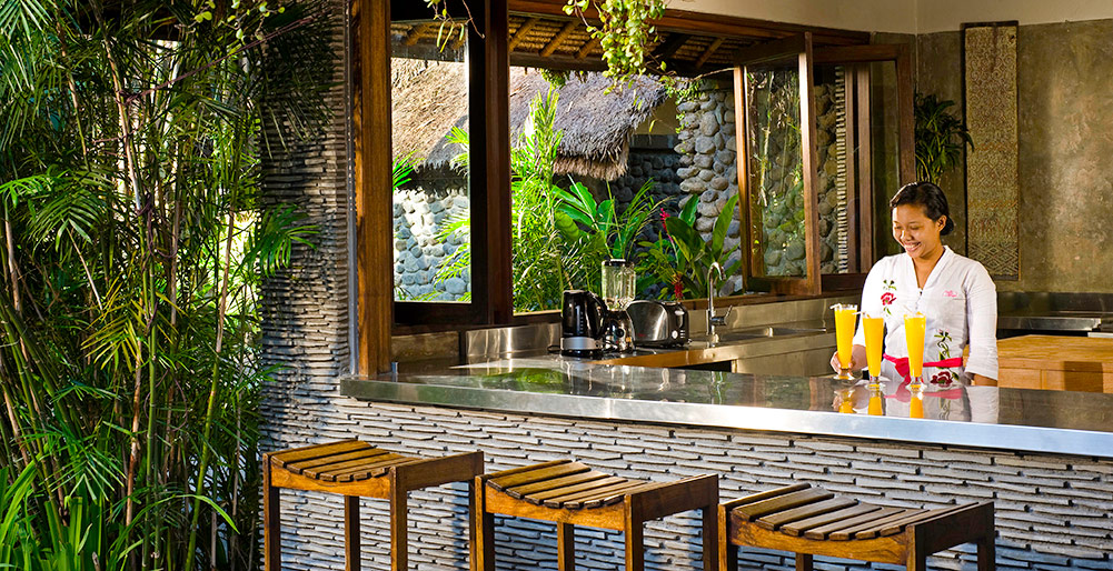 Villa Maya Retreat-Villa Maya Retreat - Kitchen and bar with staff to serve your every whim