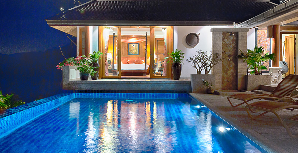 Baan Surin Sawan-Baan Surin Sawan - Pool and bedroom at night